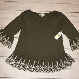NWT Women's Olive Green and off white top Bell